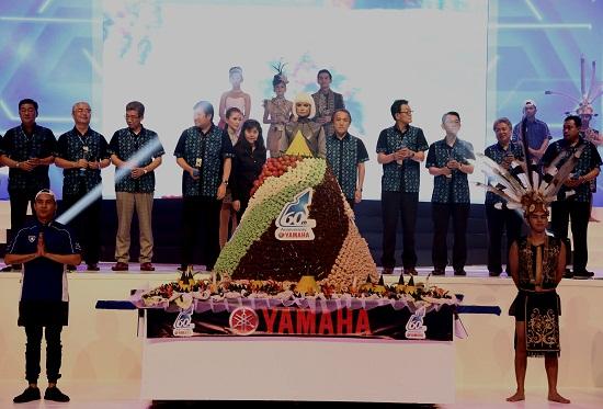 President & CEO Yamaha Motor Company Hiroyuki Yanagi - President Yamaha negara ASEAN -Manajemen PT Yamaha Indonesia Motor Manufacturing dalam perayaan 60 tahun YMC Jumat 23 Januari 2015 di Jakarta