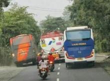 wpid-dua-balapan-bus-di-jalanan.jpg.jpeg