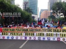 demo buruh jelang may day 2015 di grahadi surabaya