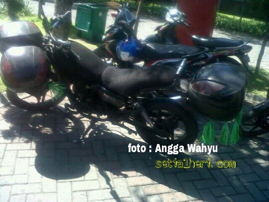 Motor laki dengan 2 box di headlamp di Surabaya