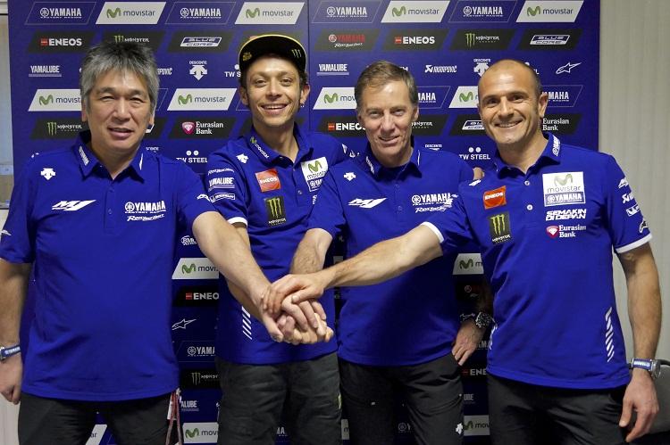 valentino rossi perpanjang kontrak dengan movistar yamaha tahun 2017 dan 2018