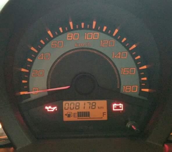 cara tahu letak tutup tangki bbm di mobil berdasarkan indikator bbm~02