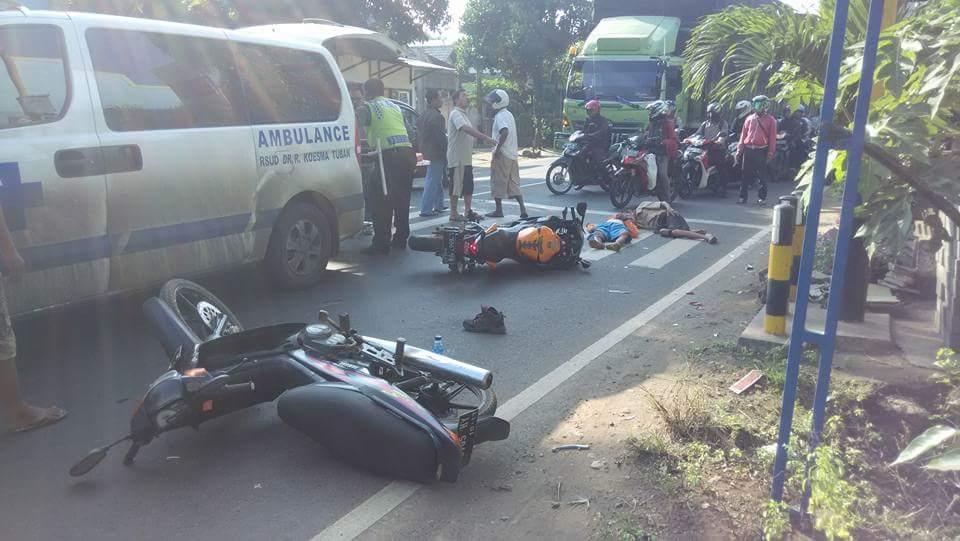 kecelakaan motor honda repsol CBR dengan bebek di perum tasikmadu tuban 23 Juli 2016~01