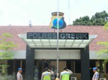 2-polisi-gresik-dihukum-hormat-bendera-di-mapolres-gresik