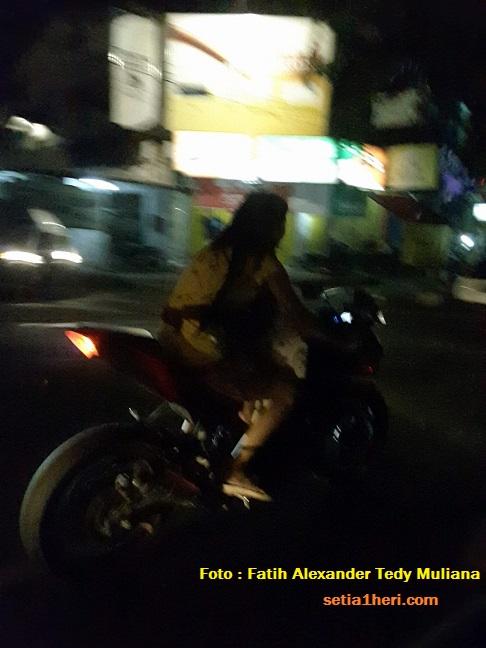 wanita-disemarang-bonceng-bayi-didepan-dengan-motor-ninja-malam-hari-tanpa-hel-14-november-2016